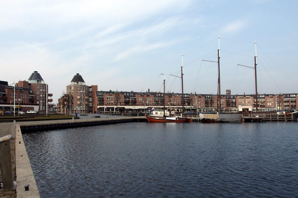 De havenkom van Almere Haven